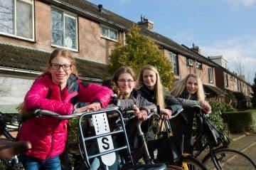 met-handjehelpen-zelfstandig-naar-speciaal-onderwijs-leren-fietsen-supergaaf