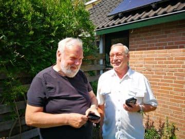 samen-techische-spullen-uitzoeken-en-fietsen